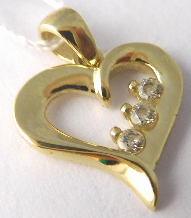 Zlatý přívěsek - zlaté srdíčko se třemi zirkony 585 0 fb690813dfd